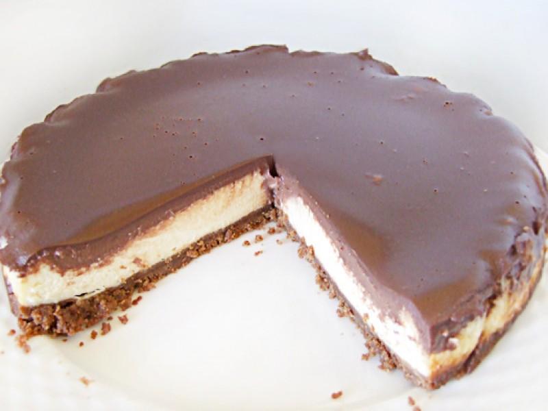 Gebakken cheesecake met chocolade ganache.