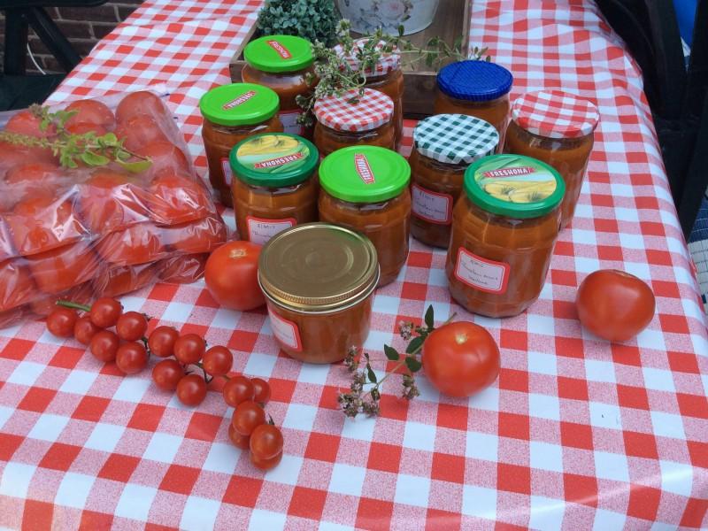 Tomatensaus met courgettes en koriander..