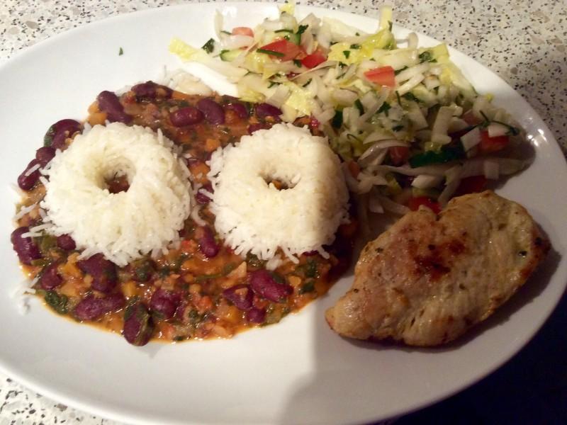Kidneybonen gerecht met rijst en gebakken kipfilet
