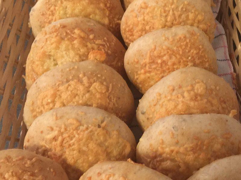 Kaas/uien/knoflook broodjes